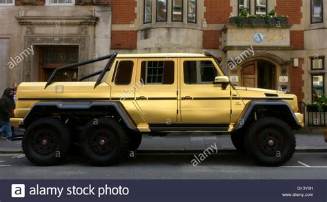 Miniatur Mobil Mercedes G 63 Amg 6x6 Gold gold coloured g63 mercedes amg 6x6 parked in mayfair