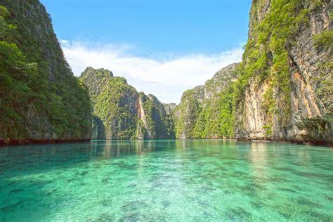 complete guide to the phi phi islands in thailand escursione privata phi phi island con pernottamento