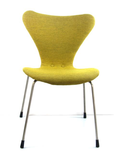 Sitting Benches by Arne Jacobsen Early Version Series 7 Chair Fritz Hansen