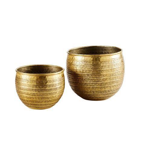 vasi in metallo 2 vasi scolpiti a mano in metallo dorati ayda maisons du