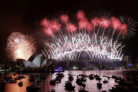 new year celebrations australia new year s fireworks on sydney harbour abc news