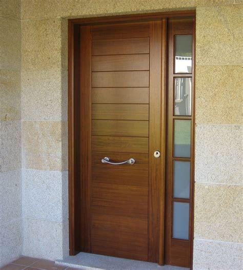 puerta de entrada madera puerta de entrada en madera de iroko macizo de 45mm con