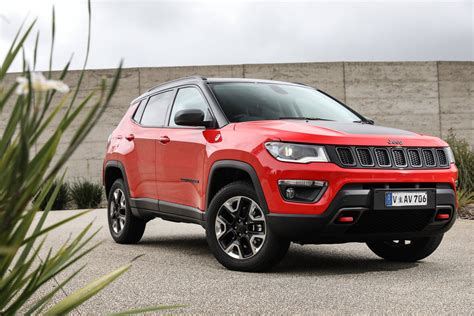 jeep compass price 2018 jeep compass pricing and specs photos