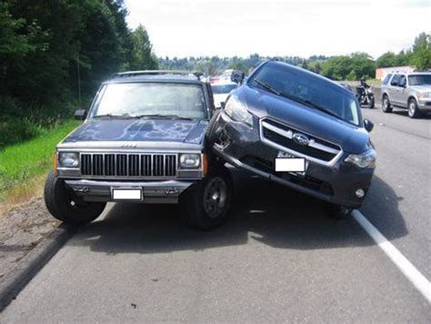crashed jeep liberty subaru driver rams into jeep passing on shoulder jk forum
