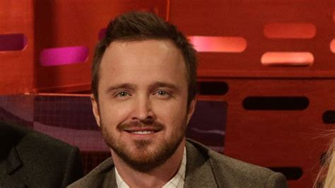 watch breaking bad online couch aaron paul gets graham s couch to watch breaking bad the
