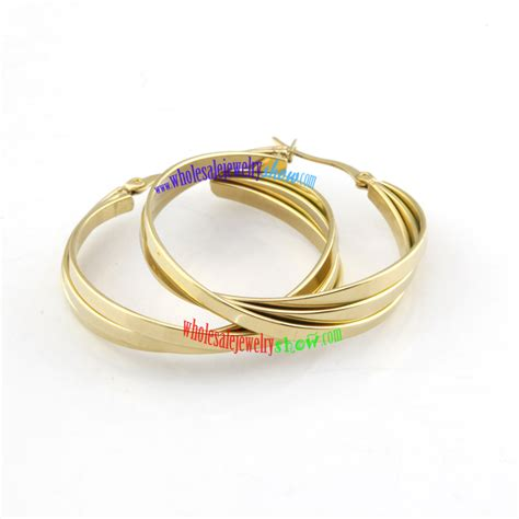 simple design of three gold circular shapes of stainless