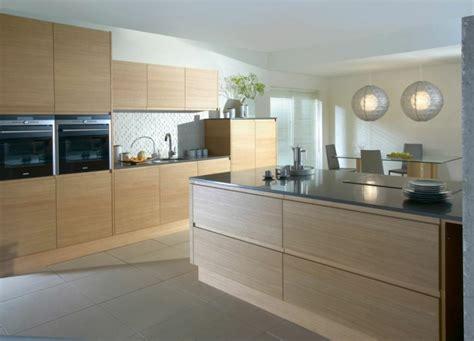 decorar cocina roble color blanco y madera de roble para las cocinas modernas