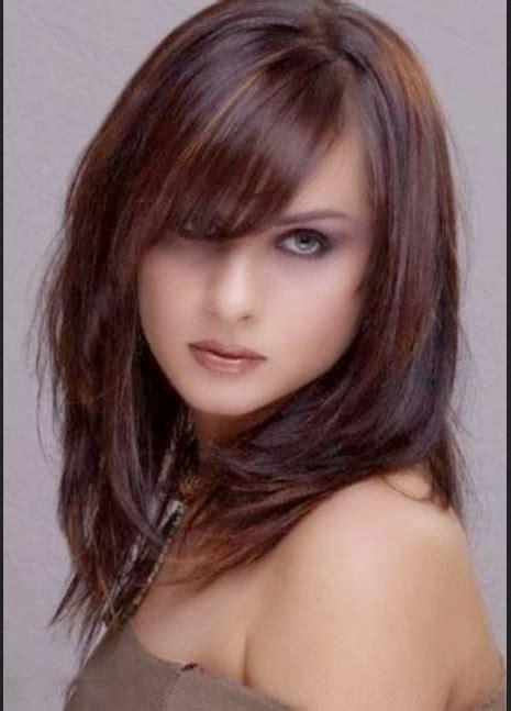 model rambut panjang  wajah bulat  pipi tembem