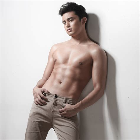 aktor filipina six pack bodyofthecentury james reid at his fittest sculpted abs