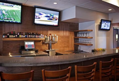 Top Sports Bars In Boston by The 8 Best Sports Bars In Boston Thrillist Boston