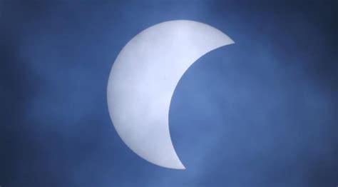 Pacaran Dalam Kacamata Islam fenomena gerhana matahari dalam kacamata islam viral bintang