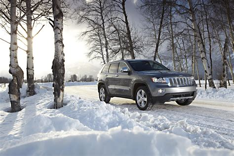 jeep snow wallpaper photo jeep 2011 grand cherokee overland summit birch snow