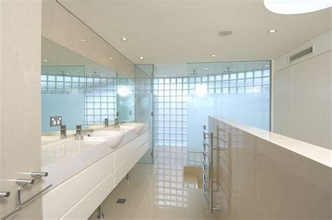 white house bathtub almost white seafront house in australia digsdigs