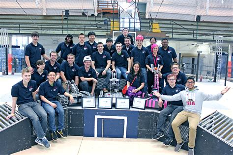 uic robots crush midwestern competition uic today engineering team s robots crush competition uic today
