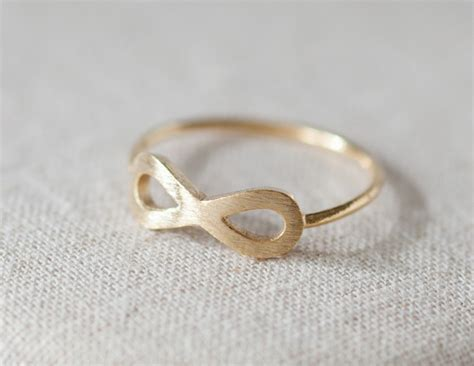 us size 6 simple infinity ring in gold on luulla