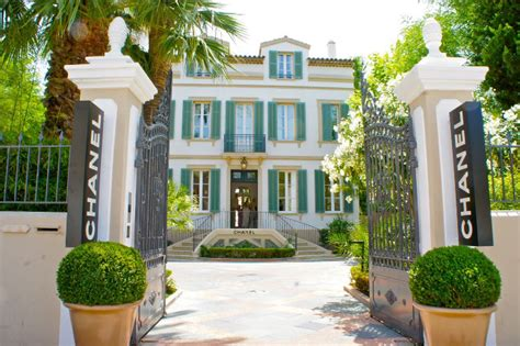 st tropez awning how to plan the perfect luxury holiday in st tropez luxury lifestyle magazine