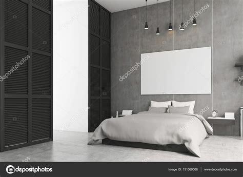 poster da letto da letto con poster e una finestra in un muro nero
