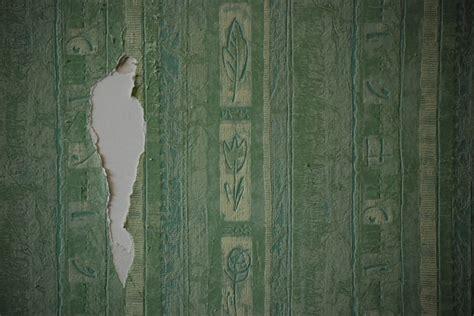 togliere tappezzeria togliere carta da parati e tinteggiare di nuovo le pareti