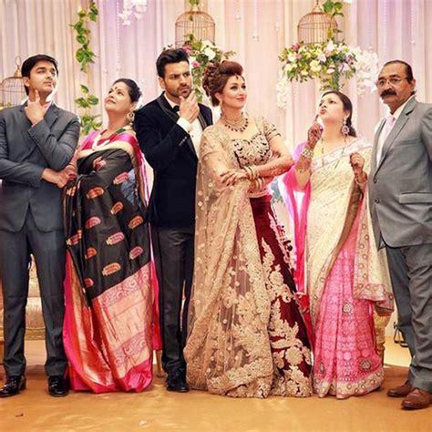 vivek dahiya engagement divyanka tripathi and vivek dahiya posing with families