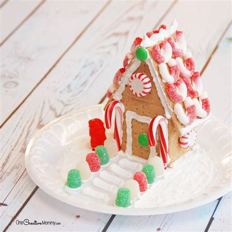 Gingerbread House With Graham Crackers by Easy Steps To Build A Gingerbread House With Graham