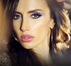 Mascara Emina sandals and actresses on