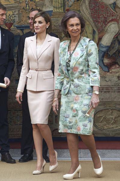 reinas de espaa 849060441x las reinas de espa 241 a con traje de chaqueta fashion