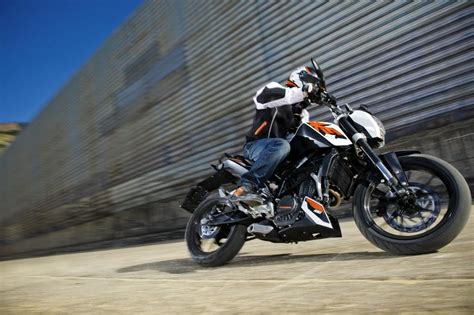 Top Speed Ktm Duke 125 2014 Ktm 125 Duke Abs Review Top Speed