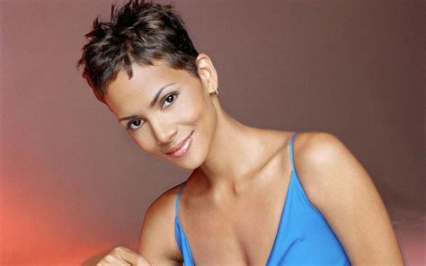 halle berry pixie hairstyle 30 inspirational halle berry hairstyles creativefan