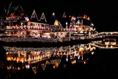15 incredible houses decorated for christmas whoville 15 incredible houses decorated for christmas whoville