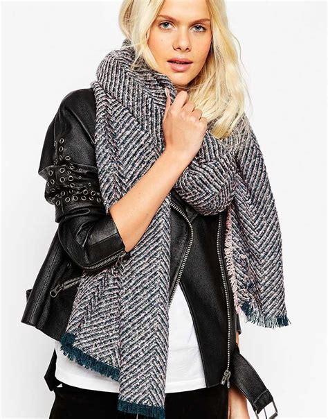 Pashmina Zara Motif maxi sciarpa trend inverno 2016 impulse
