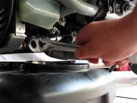 sostituzione candela burgman 400 burgman 650 an cambio filtro e dell olio al burgy