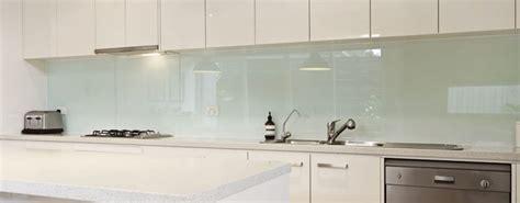 schienale cucina in vetro temperato paraschizzi originali per un nuovo look al piano cucina