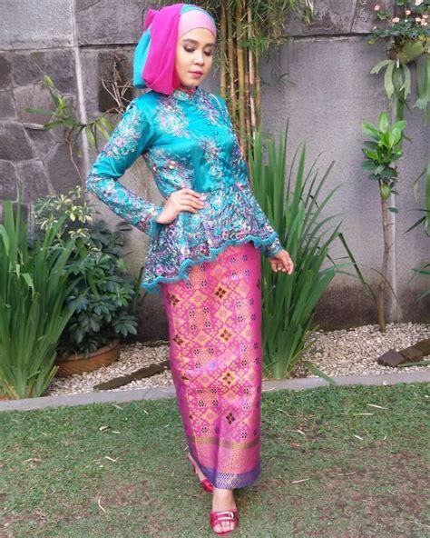 Eyeshadow Yang Cocok Untuk Baju Biru 15 ide kebaya muslimah untuk mempercantikmu di hari wisuda nanti