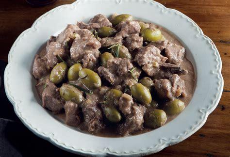 cucinare cinghiale in bianco ricetta cinghiale alla maremmana con olive verdi la