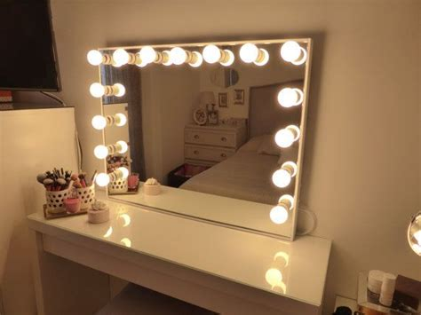 vanity table with light up mirror best 25 mirror with light bulbs ideas on