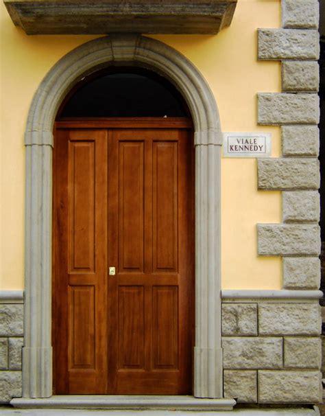 cornici porte cornici in cls per porte esterne ad arco