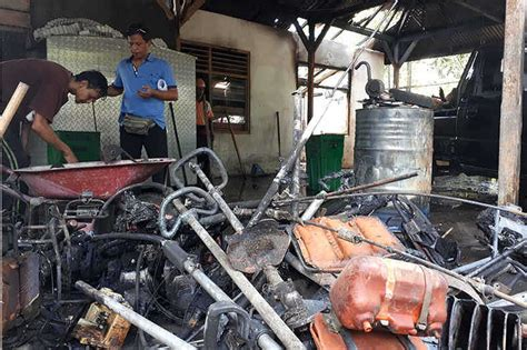 Mesin Pemotong Rumput Lapangan gudang dlh terbakar 16 mesin pemotong rumput ludes