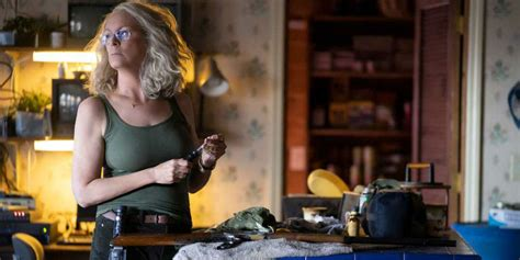 mike myers jamie lee curtis halloween 2018 clip shows laurie s fight with michael myers