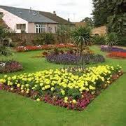 creare un aiuola fiorita fioriere per terrazzi fioriere tipologie di fioriere