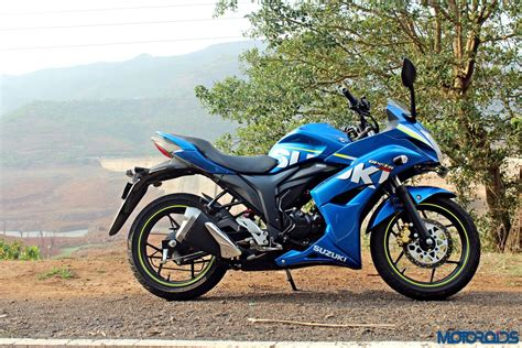 Suzuki Gixxer Suzuki Gixxer Sf Review The King S New Clothes Motoroids