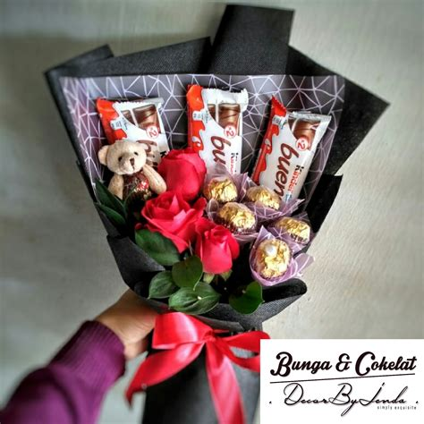 Souvenir Coklat 1 bbc004 gift set flower ferrero rocher kinder bueno kedai bunga cokelat surprised
