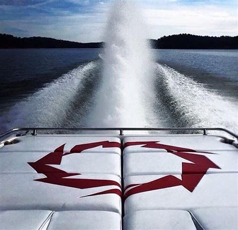 fountain boats wikipedia 25 best ideas about fountain powerboats on pinterest