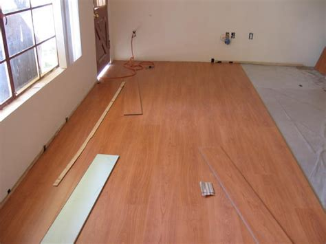 DIY and professional installation of laminate flooring