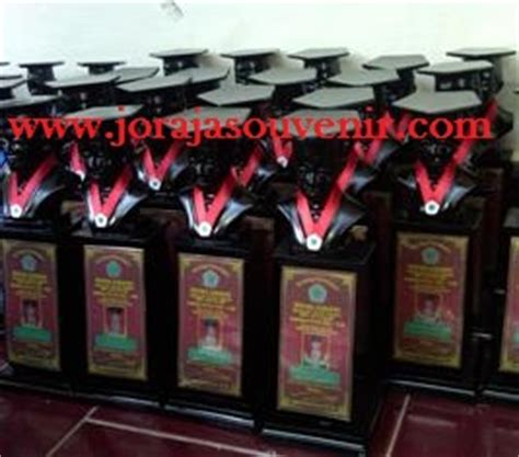 Patung Wisuda Fiber Bening pusat plakat acrylic medali medali emas wisuda pusat