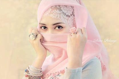 Dress Versi Dian Pelangi rina hamid be different on your wedding