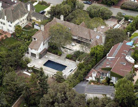 hollywood celebrity houses angelina jolie and brad pitt s former house of brad pitt and jennifer aniston beverly