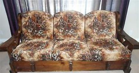 How to repurpose a 1970 sofa into a yard or patio set