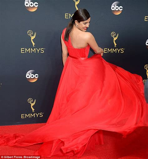 priyanka chopra emmy dress 2016 priyanka chopra red dress on red carpet emmy awards 2016