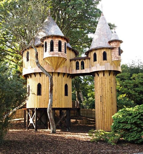 tree house homes 10 interesting sustainable treehouse designs justrenttoown