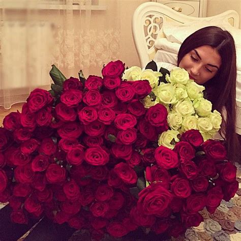 Flower Muslim to receive a big bouquet of roses on s day list valentines